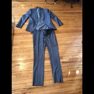 Brand new with tags Viskoni suit size 34R